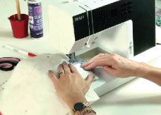 Demonstration of how to make a messenger handbag